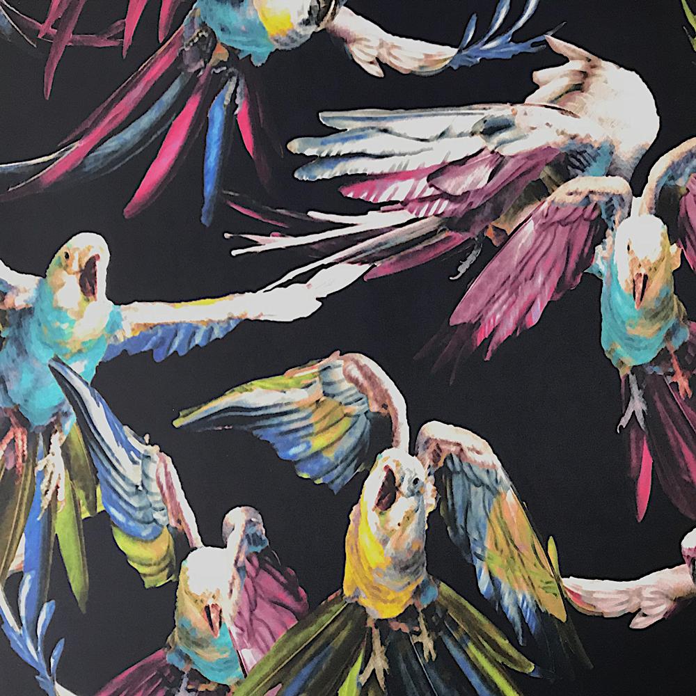 Coupon De Tissu Serge De Polyester Imprimes Perroquets Fond Bleu